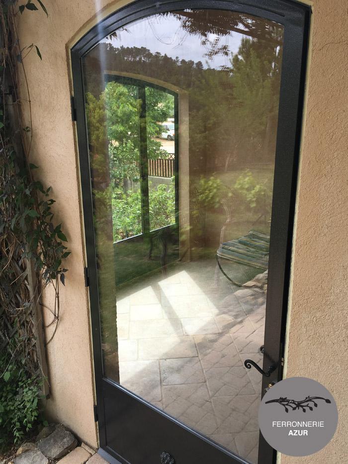 Fabrication d'une porte cintrée en fer et verre à Saint Tropez occasion