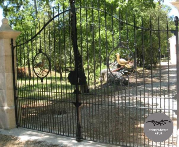 Fabrication d'un portail en fer forgé peint à Saint Raphaël occasion
