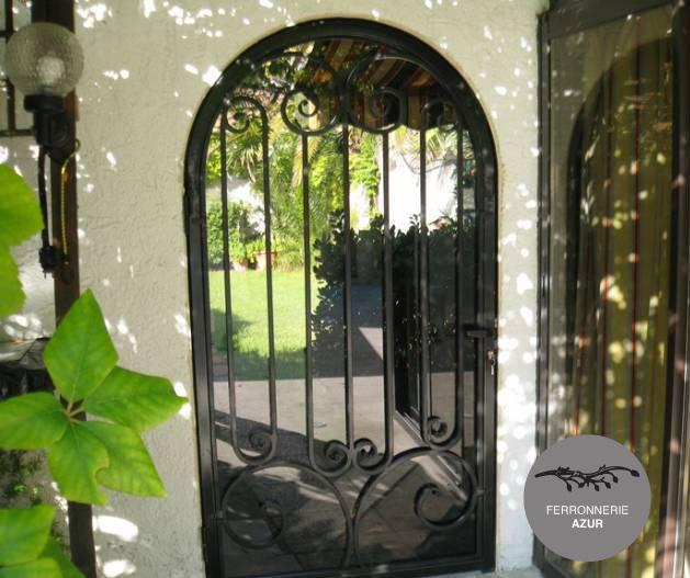 Fabrication d'une porte d'entrée en fer forgé et verre à Hyères occasion
