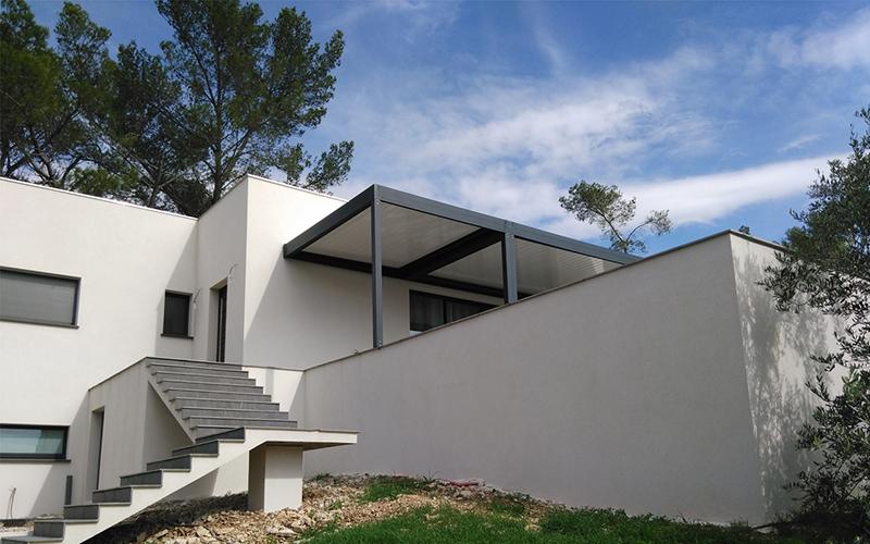 Pergola bioclimatique en aluminum extrudé à Nice occasion